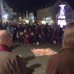 Lichterkette gegen Fremdenfeindlichkeit am Rother Marktplatz
