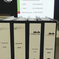 Intensive Haushaltsvorbereitung mit den Unterlagen der letzten Jahre bis heute.